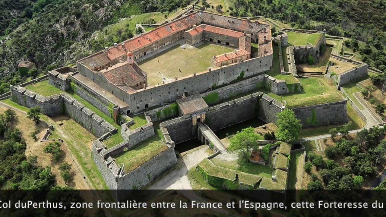 Alignement de 4 Dolmens + Fort en Etoile et Pyramide proche