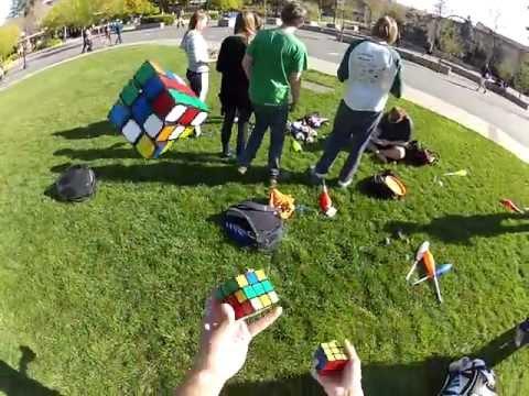 Rubik's Jugglenaut