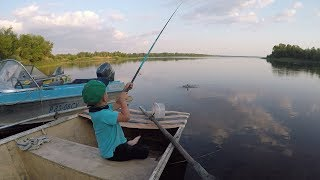 Прирожденный рыбак!!! Ловля на поплавочную удочку!!!Новая удочка! Первая самостоятельная рыбалка!.