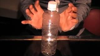 ciciありむら(有村正)がマジック『念力で潰れるペットボトル』をしました。 マジック集 http://www.ainet21.com/magic.htm スナック芸集 ...
