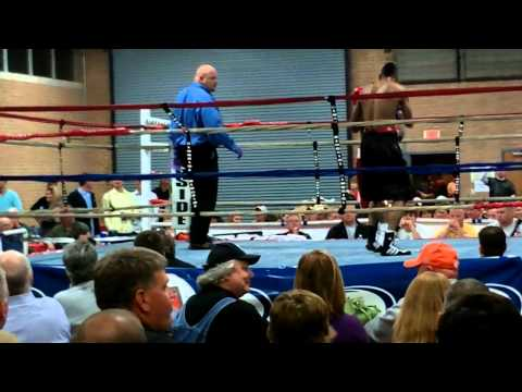 TKO Pro Boxing – round 2 – Red Trunks KNOCK DOWN and CAN'T CONTINUE!!!
