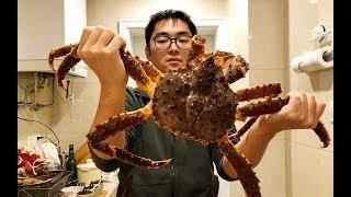 在家处理帝王蟹!吃完这顿就吃土【污妖王的厨房】【补档】 thumbnail