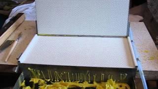 Repeat youtube video Izrada satnih osnova, presa sa vodenim hladjenjem za vosak, mittelwandgussform presa faguri 3