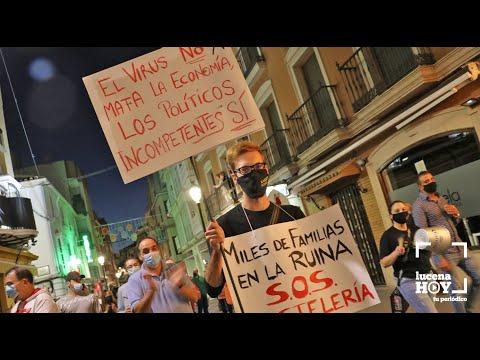 VÍDEO: Cientos de personas secundan la manifestación convocada por el sector de la hostelería de Lucena.