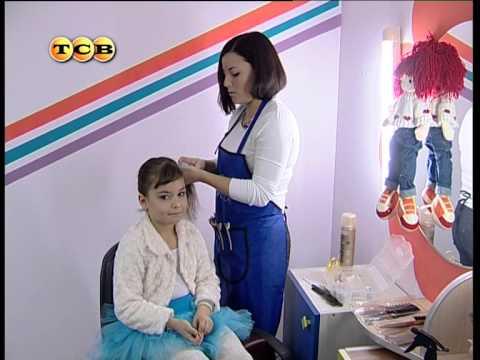 telkoy-lizhutsya-dvchata-domashnie-foto-devushka