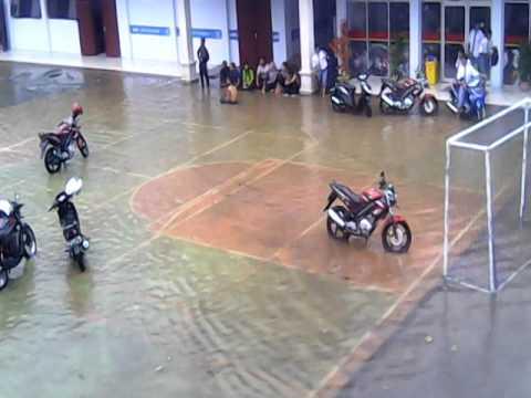 Hujan deras di SMK islam durenan