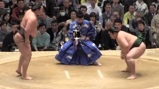 白鵬 vs 佐田の海の取組。2015春場所2日目。現地オリジナル撮影。 Grand...