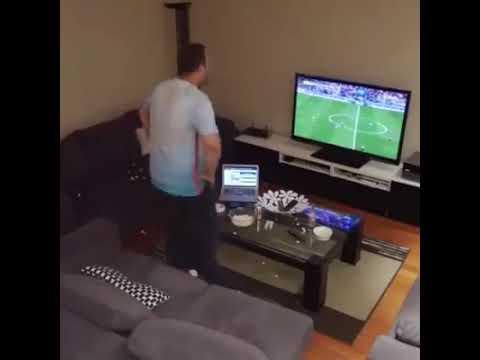 Von der Freundin reingelegt Türkischer Fußball-Fan dreht durch 😂😂