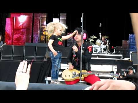 Green Day @ Helsinki - a little girl on stage