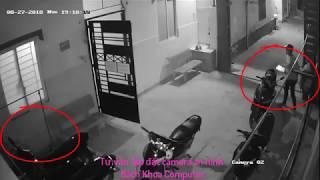 Trộm xe máy mới nhất   Hai thanh niên vào nhà trộm xe máy nhanh như chớp 2019