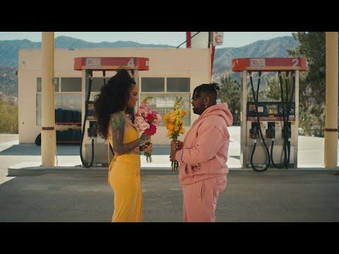 Смотреть клип Pink Sweat$ Ft. Kehlani - At My Worst.