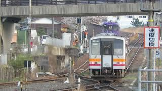 JR智頭駅にて 智頭急行HOT3500形とJRキハ120