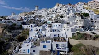 Esperas Santorini Hotel blends perfectly in Oia