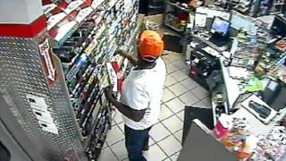 Suspected Thief captured on video  (15-212003)