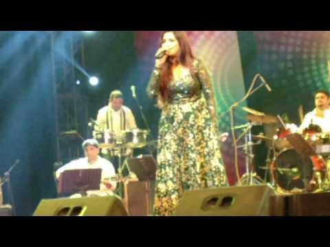 Shreya Ghoshal Singing Albeliya, Nagada Sang Dhol