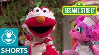 Sesame Street: Elmo and Abby Play Dress Up!