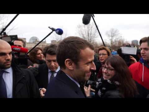 Réveil-FM: Berlin, Emmanuel Macron face à la presse après sa rencontre avec Angela Merkel