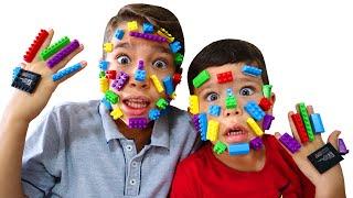 Rafael virou Lego e não deixa o irmão brincar | Pretend play LEGO HANDS -يد ليغو