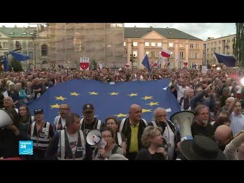 آلاف المتظاهرين في بولندا احتجاجا على تعديلات قضائية  - 15:22-2018 / 7 / 5