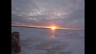 Окунь на блесну Рыбалка на озере зимой Палатка POLAR BIRD FAMILY T