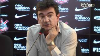Andrés Sanchez distribui 'patadas' em coletiva