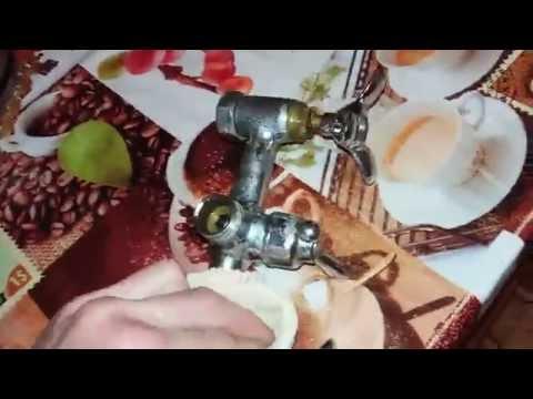 Как открутить кран буксу если она прикипела видео