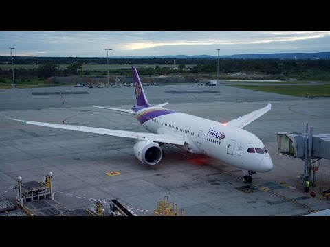 Thai Airways Boeing 787 Dreamliner Economy Class Flight Review: TG484 Perth to Bangkok Suvarnabhumi