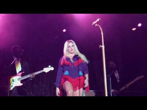 Kesha performing Woman live - Las Vegas 2017
