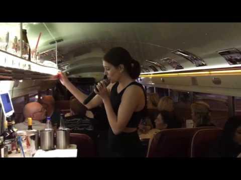 DinnerHopping Crown US School Bus München Live Lena Klupp