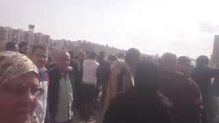 بالفيديو.. الأمن ينقذ محافظ بورسعيد ونائب وزير الاسكان من حصار غاضب لأهالي العشوائيات