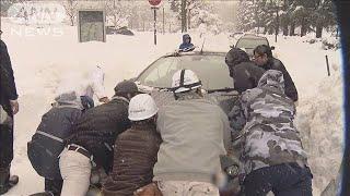 大雪で79世帯153人孤立 富山・氷見市で道路が不通(2021年1月11日) - YouTube