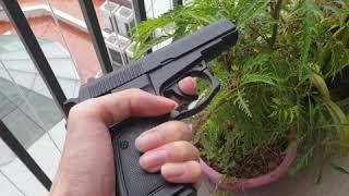 Bật lửa hình súng lục CZ 83 giá 580k, thép 90% nặng
