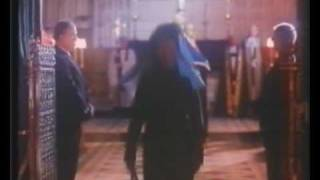 Jane Seymour como Wallis Simpson FINAL Freddy Mercury canta