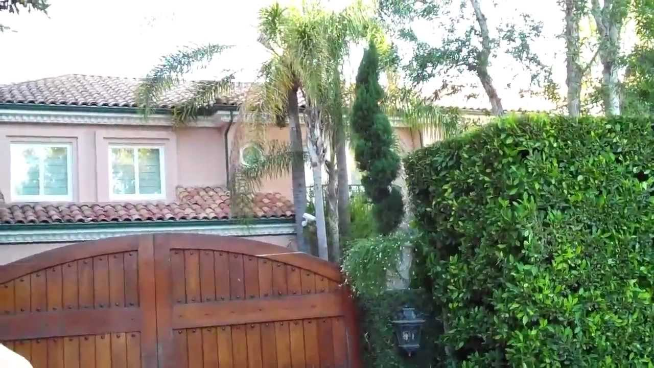 Tour of celebrity homes by star driveways 8 3 11 youtube for Tour the stars homes in hollywood