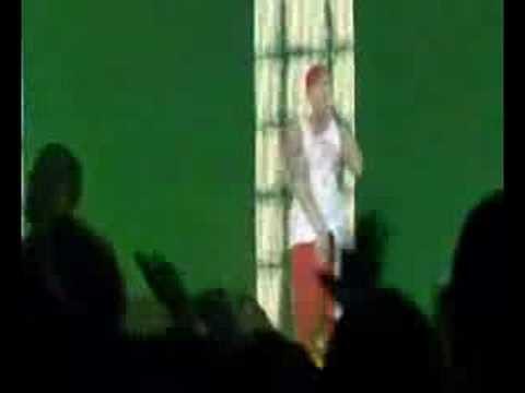 Eminem - Puke Live   -  [Lyrics]