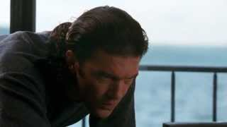 Antonio Banderas Assassins laptop scene