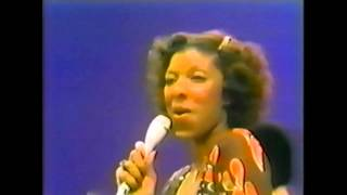 #nowwatching @NatalieCole LIVE - I've Got Love On My Mind
