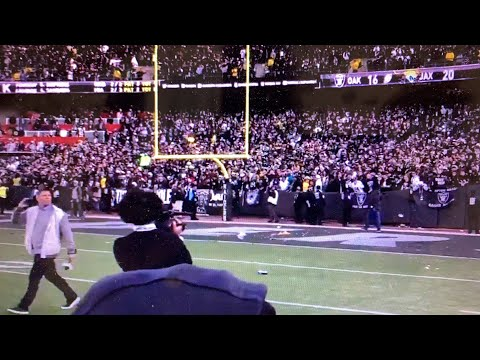 Oakland Raiders Lose To Jacksonville, Black Hole Throws Trash On Field, Las Vegas Stadium React