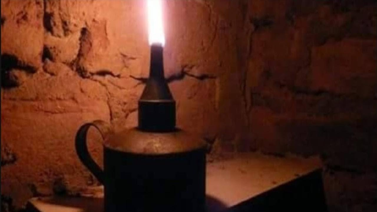 A VELHA SENHORA DA LAMPARINA