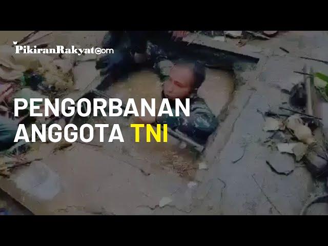 Viral, Anggota TNI Menyelam di Saluran Air yang Tersumbat, 5 Kuintal Sampah Berhasil Diangkat