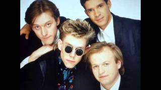 Level 42 - Madison Square Gardens - Leaving Me Now & The Chant Has Begun - 1986.