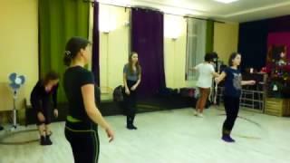 курс по танцу с обручем, вращение обруча на ногах