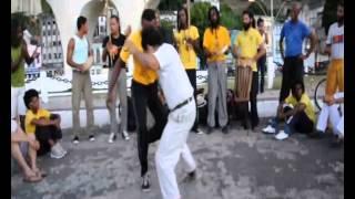 Grito e Aloan Capoeira Angola no cais da Bahia. (Versão em câmera lenta)