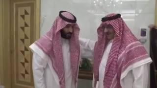 #عاجل.. شاهد بالفيديو الأمير محمد بن نايف يبايع الأمير محمد بن سلمان