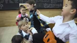 Мальчик поет песню в классе для девочки(Вокал представляется первостепенным оружием музыкального воспитания. Ребятня предпочитают заливаться..., 2014-10-03T09:13:25.000Z)
