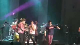 Zdob si Zdub - Tigani si OZN (Live@Sala Palatului) - video.acasa.ro