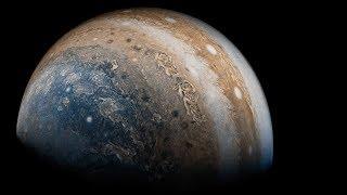 氣體組成的木星,人站在上面會不會掉到地心? thumbnail