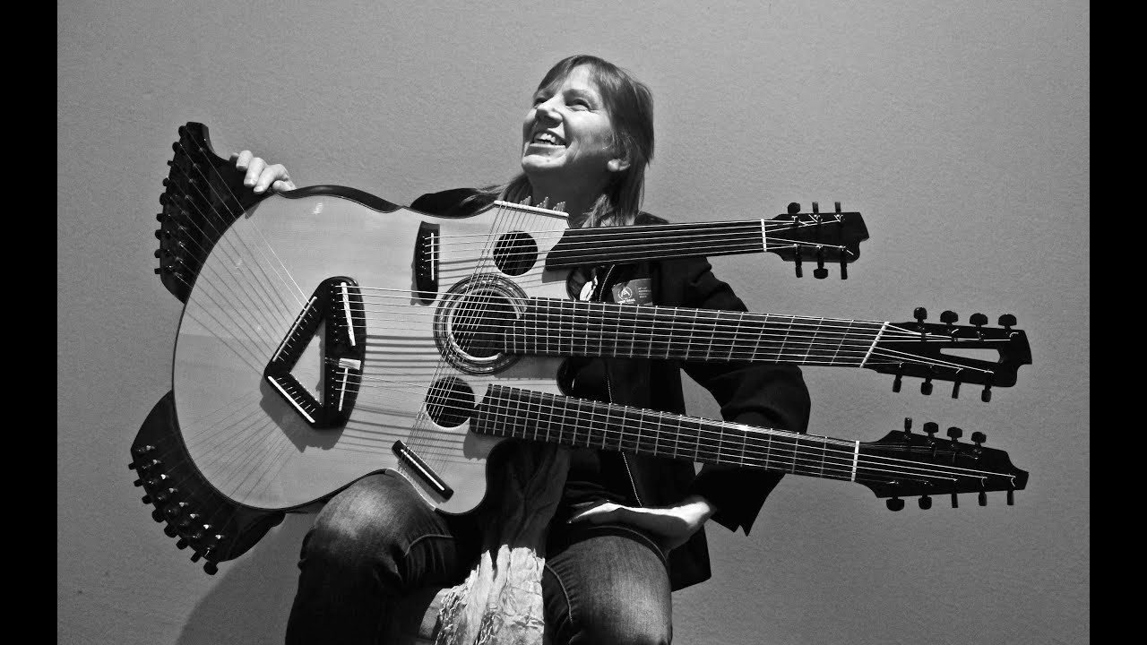 image Vintage guitar player has fun