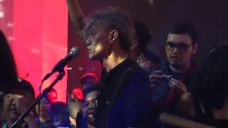 Video 02 Nada Kasih - Sakura - Barcelona by Fariz RM & 5 Bintang at Suara Disko the Pallas 20/10/2017 download MP3, 3GP, MP4, WEBM, AVI, FLV April 2018