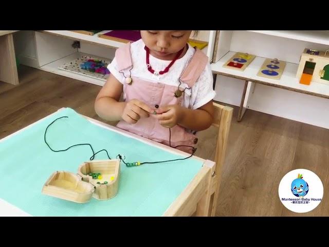 Ensartando cuentas - Montessori Baby House España